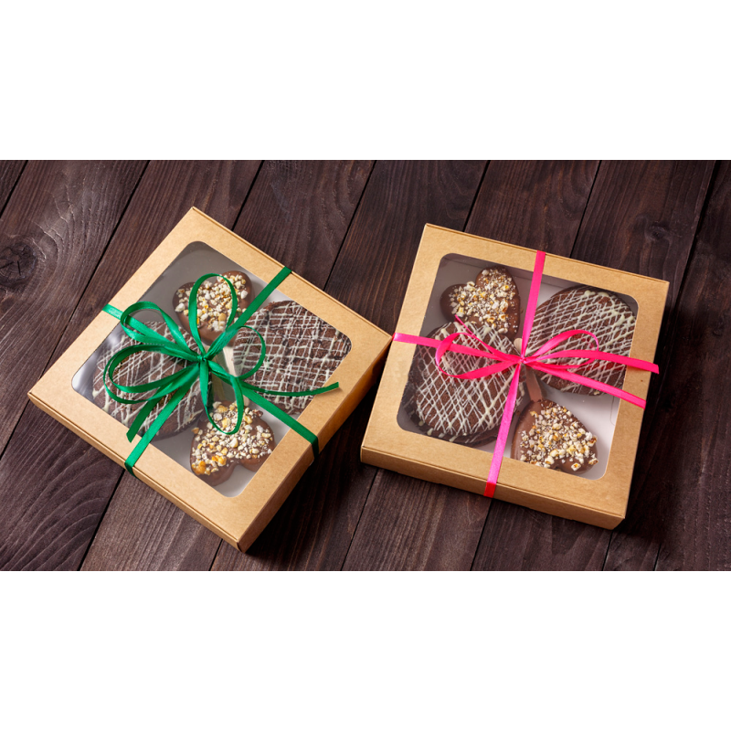 Box with 4 chocolate cookies